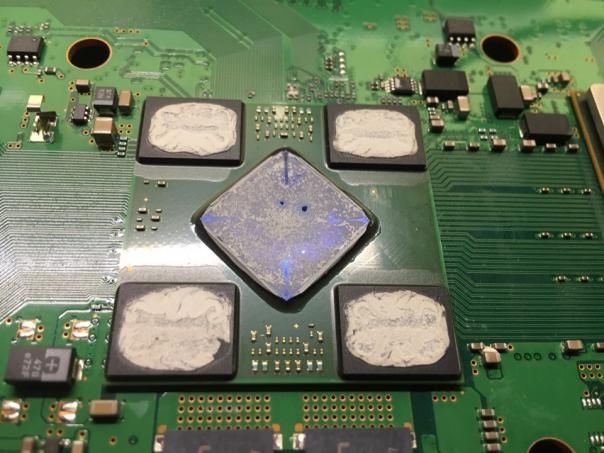 Желтый мигающий или скальпируем Sony PS3 ;)