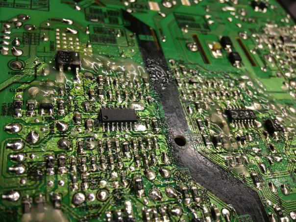 Ремонт телевизора UE43NU7100U не включается (цыкает)
