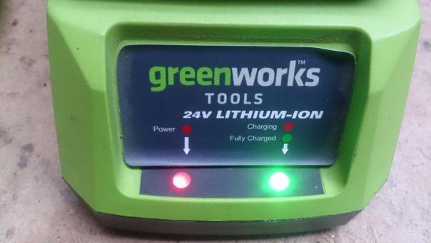 Ремонт зарядного устройства GreenWorks model: 29817 - задымилась и не работает!