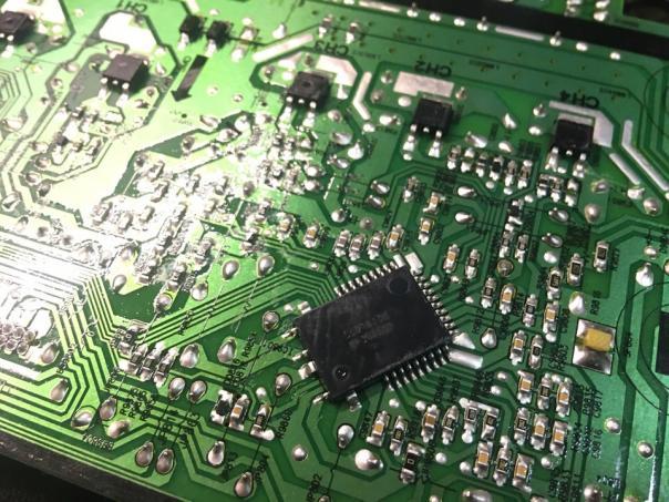 Ремонт телевизора Samsung UE55F7000AE - при включении загорается подсветка и уходит в перезапуск